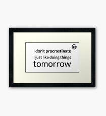 I don't procrastinate T-Shirt (text in black) Framed Print