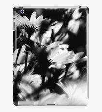 Daisy in Balck & White iPad Case/Skin