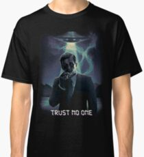 Trust no one - Cigarette Smoking Man Classic T-Shirt