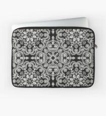 Schwarz-Weiß-Volkskunst-Muster Laptoptasche