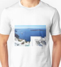 28.09.2016 Photography of traditional and famous white houses over the Caldera, Aegean sea in Santorini island, Greece. T-Shirt