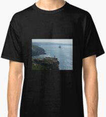 MAN ON THE EDGE TINTAGEL CASTLE NORTH CORNWALL Classic T-Shirt