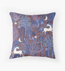 Magical Unicorns at Midnight - Einhörner im Mitternachtswald Throw Pillow