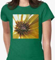 Sunny Cape Daisy - Supermacro T-Shirt
