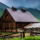 A Barn In Credted Butte by John  De Bord Photography