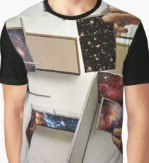 Putting the universe in place Graphic T-Shirt