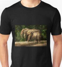 Animal - Elephant - Tight knit family Unisex T-Shirt