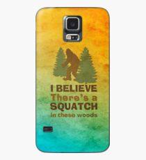 Ich glaube, in diesen Wäldern gibt es ein SQUATCH Hülle & Klebefolie für Samsung Galaxy