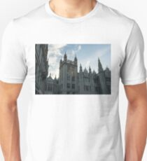 Silver City Architecture - the Magnificent Marischal College at Sunrise T-Shirt