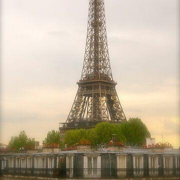 Eiffel Tower by louisefahy
