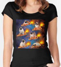 Camiseta entallada de cuello redondo Pugs en la pizza de Space Riding