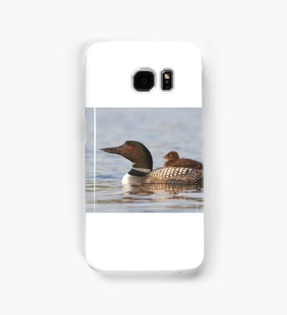Common loon swimming with chick on her back Samsung Galaxy Case/Skin