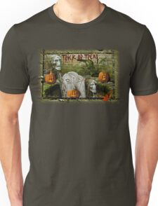 Trick or Treat on Spooky Halloween! T-Shirt
