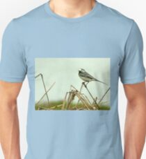 Pied Wagtail looking out... Unisex T-Shirt