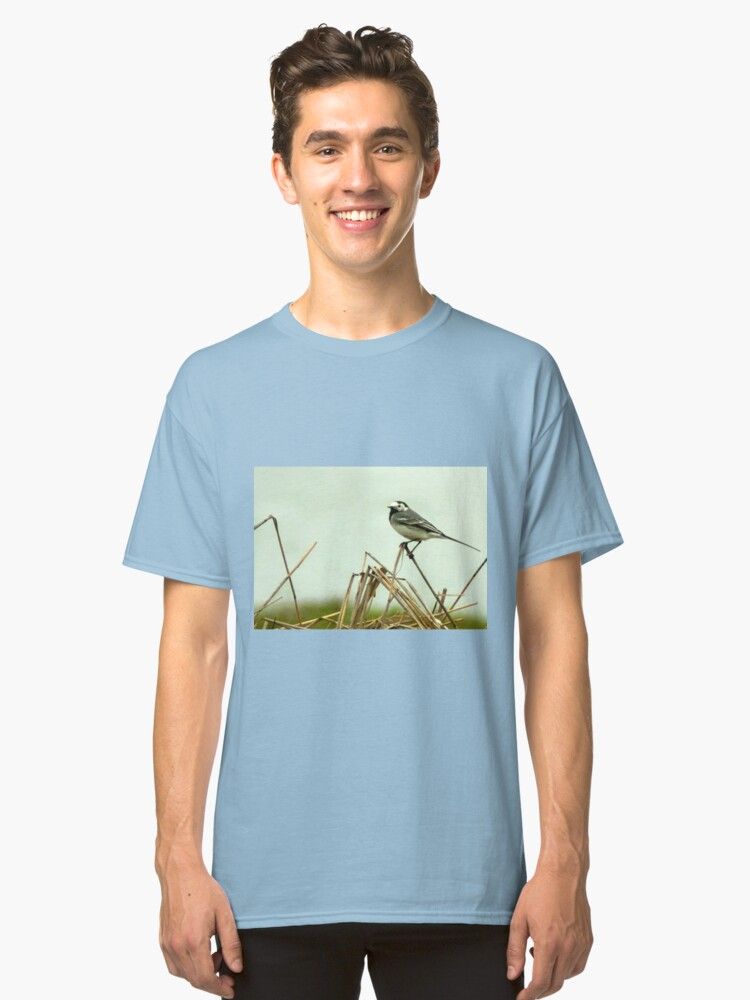 Alternate view of Pied Wagtail looking out... Classic T-Shirt