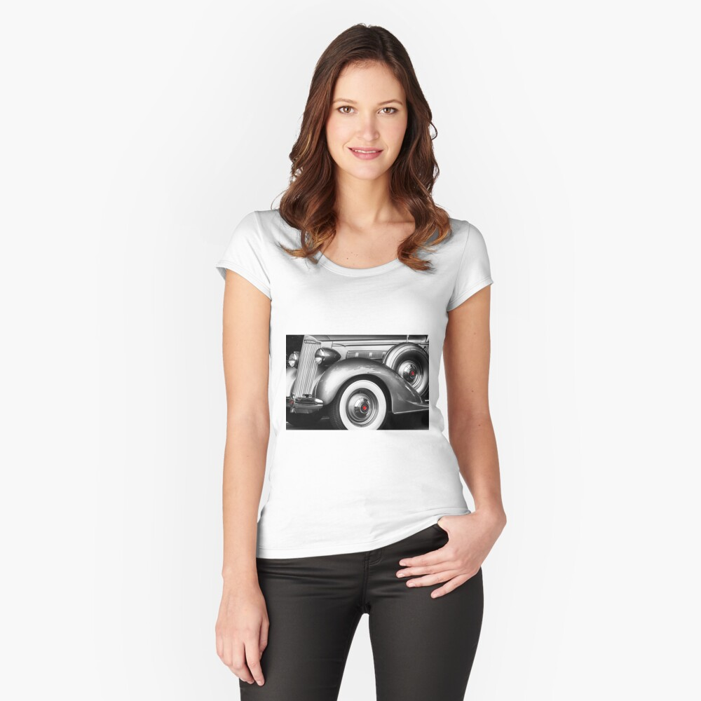 1936 Packard Vintage Auto Camiseta entallada de cuello ancho