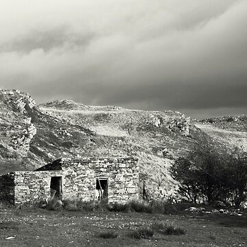 Stone hut, rural Ireland by woodentop