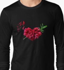 Heart of the petals and peony leaves T-Shirt