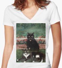 WINNIE & WINSTON Women's Fitted V-Neck T-Shirt