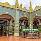 Su Taung Pyi Pagoda by Werner Padarin