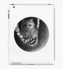 CIRCLE ART - CAT WALKS ON WIRE iPad Case/Skin