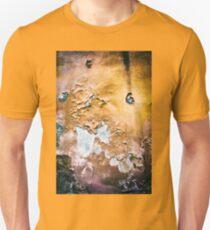 Peeling wall T-Shirt