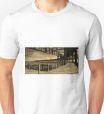 Muelle Old Unisex T-Shirt