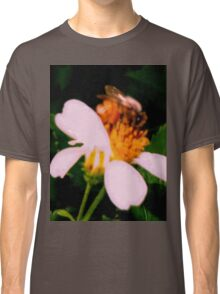 Bee on wildflower Classic T-Shirt