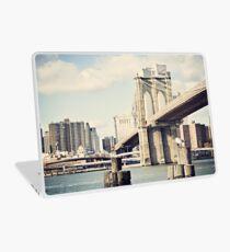 Vinilo para portátil View of Manhattan and Brooklyn Bridge