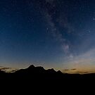 Milky Way Over Ben Loyal by derekbeattie