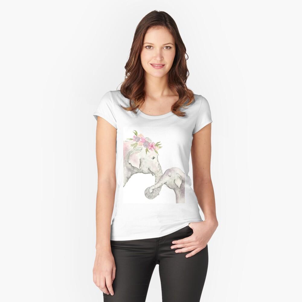 Elefante madre y bebé acuarela Camiseta entallada de cuello ancho