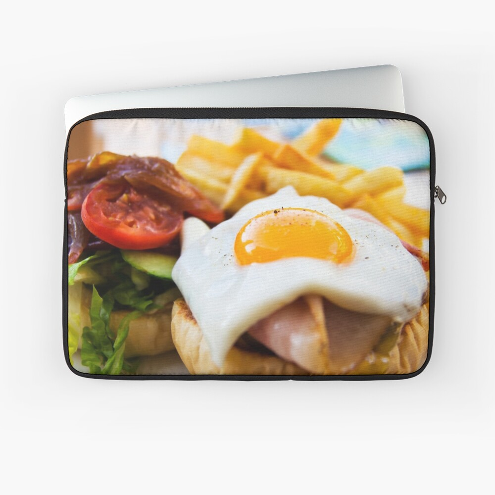 """Ham And Egg Bubble Up: """"beef Wagyu Burger With Bacon, Ham, Egg, Chips And"""