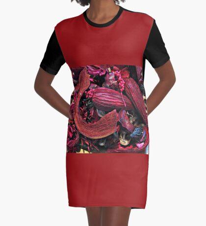 Colour Me Crimson! Pot Pourri Still Life T-Shirt Kleid