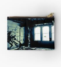 Watching the decay Studio Pouch