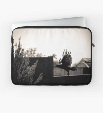 To hatch a crow, a black rainbow... Laptop Sleeve