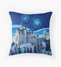 Sternen Nacht in Neuschwanstein - Romantisches Schloß Van Gogh inspiriert Throw Pillow