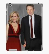 Gillian Anderson and David Duchovny attend Emmy Awards 2017 iPad Case/Skin