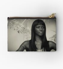 Model portrait  Studio Pouch
