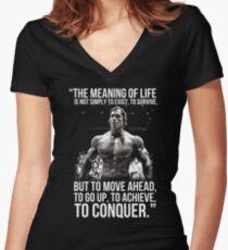 Camiseta entallada de cuello en V Arnold Schwarzenegger Arnie Conquer Cita