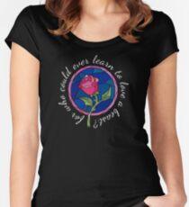 Camiseta entallada de cuello ancho Porque, ¿quién podría aprender a amar a una bestia?