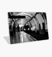 London - The Piccadilly Line, Earl's Court Laptop Skin