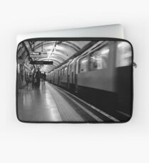 London - The Piccadilly Line Earl's Court 2 Laptop Sleeve