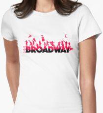 Eine Feier des Broadway Tailliertes T-Shirt für Frauen