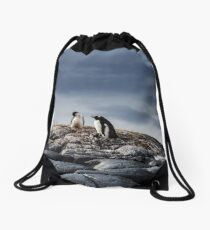 Upon the nest Drawstring Bag