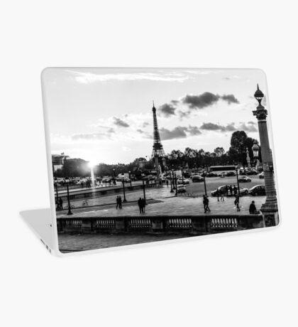The sun goes down on Place de la Concorde in Paris Laptop Skin