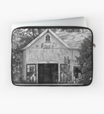 Country - Barn Country maintenance Laptop Sleeve