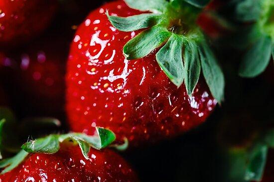 Ripe strawberry close up by dariazu