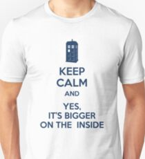 Keep calm and yes, it's bigger on the inside Unisex T-Shirt