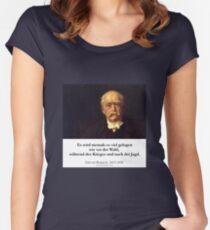 Otto von Bismarck - Es wird niemals soviel gelogen wie vor der Wahl, während des Krieges und nach der Jagd Women's Fitted Scoop T-Shirt