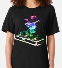 HAUS CAT (Regenbogen DJ Kitty) Slim Fit T-Shirt